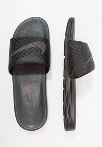 Nike Sportswear - BENASSI SOLARSOFT - Pantolette flach - black/anthracite - 1