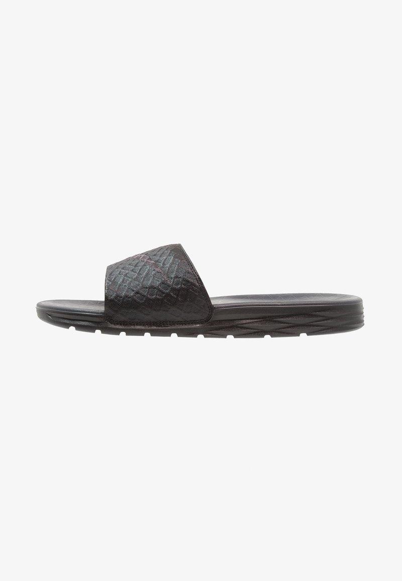 Nike Sportswear - BENASSI SOLARSOFT - Pantolette flach - black/anthracite