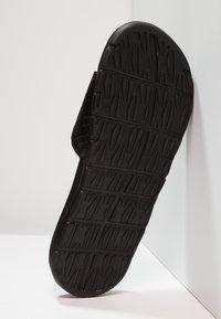 Nike Sportswear - BENASSI SOLARSOFT - Pantolette flach - black/anthracite - 4