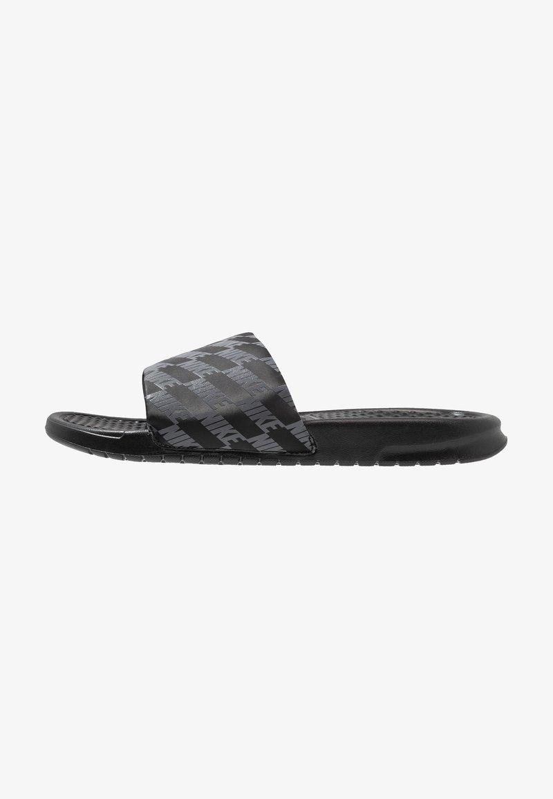 Nike Sportswear - BENASSI - Pantolette flach - black/dark grey