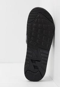Nike Sportswear - AIR MAX 90 SLIDE - Sandaler - black/white - 4