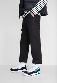 Nike Sportswear - AIR MAX UPTEMPO '95 - Sneakersy wysokie - white/photo blue/black - 0