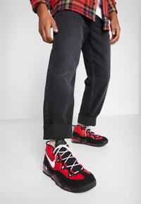 Nike Sportswear - AIR MAX UPTEMPO '95 - Sneakers hoog - university red/white/black - 0