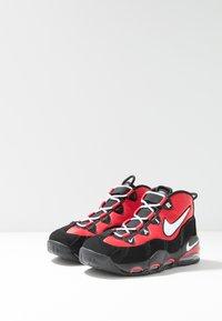 Nike Sportswear - AIR MAX UPTEMPO '95 - Sneakers hoog - university red/white/black - 3