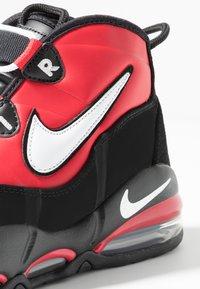 Nike Sportswear - AIR MAX UPTEMPO '95 - Sneakers hoog - university red/white/black - 8