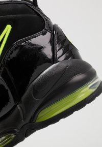 Nike Sportswear - AIR MAX UPTEMPO '95 - Sneakers alte - black/volt - 8
