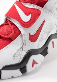 Nike Sportswear - AIR BARRAGE MID - Vysoké tenisky - white/university red/black - 5