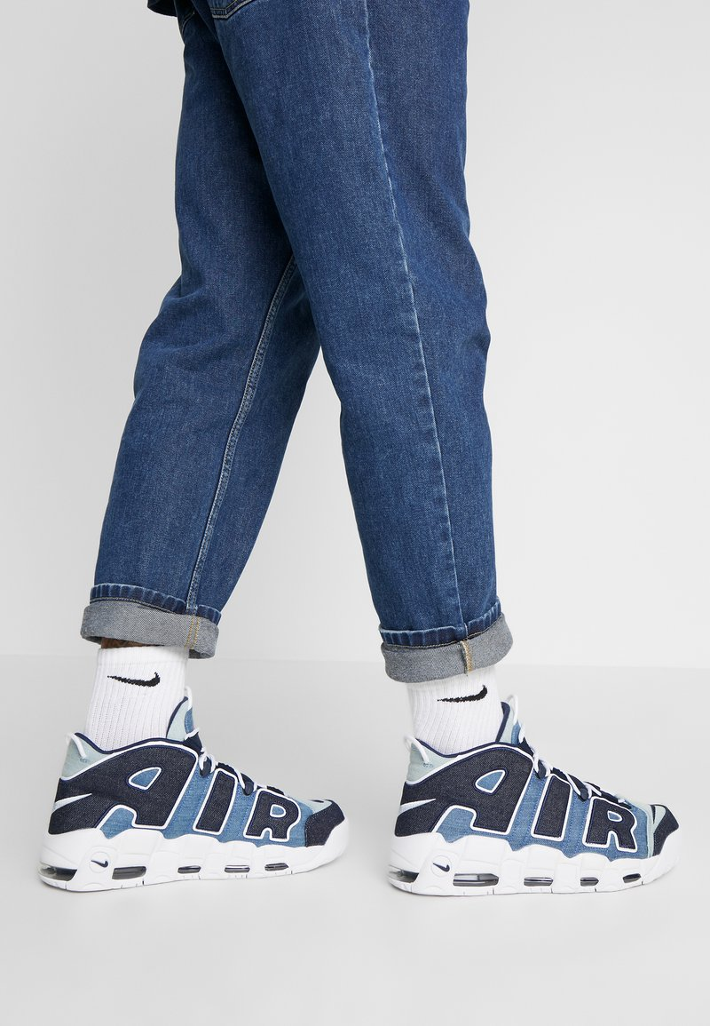 Nike Sportswear - AIR MORE UPTEMPO '96 QS - Sneakersy wysokie - white/obsidian/total orange