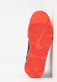 Nike Sportswear - AIR MORE UPTEMPO  - Zapatillas altas - black/white/laser crimson - 4