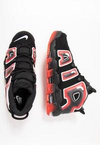 Nike Sportswear - AIR MORE UPTEMPO  - Zapatillas altas - black/white/laser crimson - 1