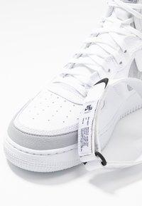 Nike Sportswear - AIR FORCE 1 - Sneakers hoog - white/wolf grey/dark grey/black - 5