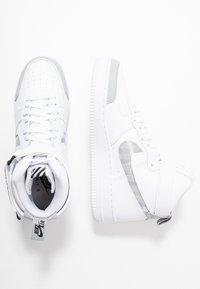 Nike Sportswear - AIR FORCE 1 - Sneakers hoog - white/wolf grey/dark grey/black - 2