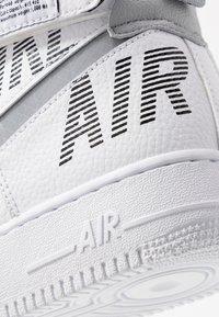 Nike Sportswear - AIR FORCE 1 - Sneakers hoog - white/wolf grey/dark grey/black - 6