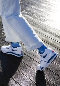 Nike Sportswear - AIR FLIGHT 89 - Korkeavartiset tennarit - white/dark royal blue/varsity red - 7