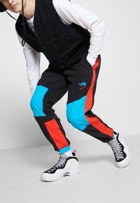 Nike Sportswear - AIR FOAMPOSITE PRO - Sneakers alte - white/black/university red/metallic platinum - 0