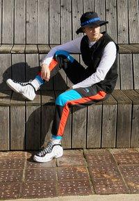 Nike Sportswear - AIR FOAMPOSITE PRO - Sneakers alte - white/black/university red/metallic platinum - 6