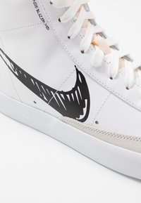 Nike Sportswear - BLAZER MID VNTG '77 - Baskets montantes - white/black - 5