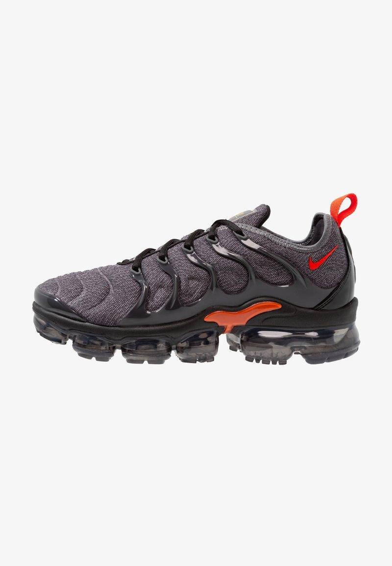 Nike Sportswear - AIR VAPORMAX PLUS - Matalavartiset tennarit - cool grey/team orange/universal gold/anthracite/black