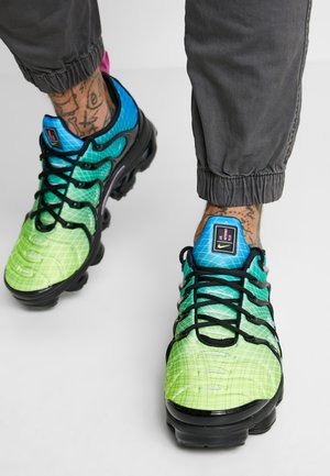 AIR VAPORMAX PLUS - Sneakers basse - aurora green/reflect silver/black/blue hero/china rose/volt