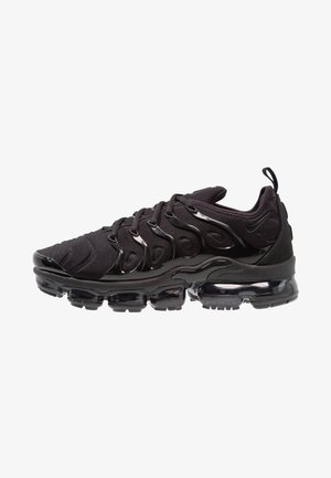 AIR VAPORMAX PLUS - Matalavartiset tennarit - black/dark grey