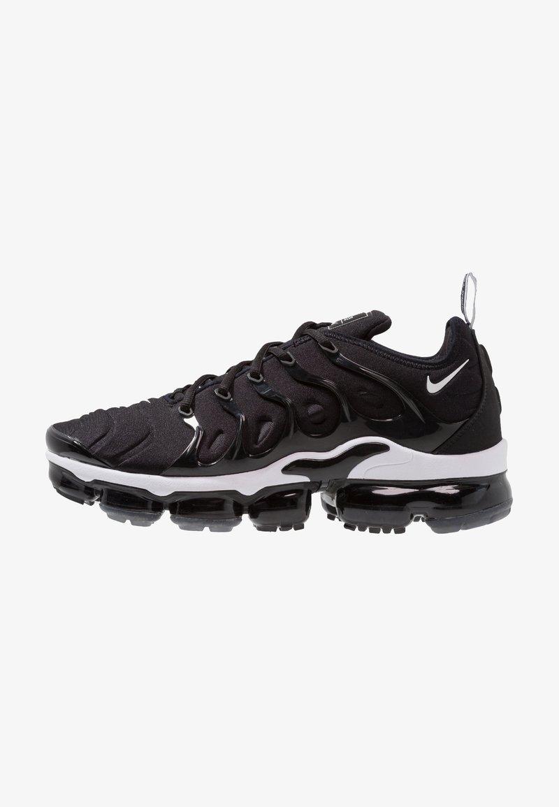Nike Sportswear - AIR VAPORMAX PLUS - Matalavartiset tennarit - black/white