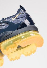 Nike Sportswear - AIR VAPORMAX PLUS - Baskets basses - obsidian/laser orange/indigo storm/deep royal blue - 5