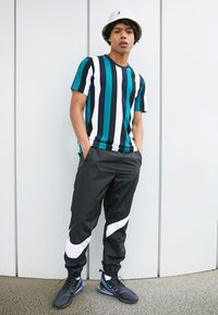 Nike Sportswear - AIR MAX 270 - Sneakers - black/laser fuchsia/regency purple/anthracite - 4