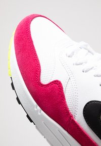 Nike Sportswear - AIR MAX  - Sneakers laag - white/black/volt/rush pink - 5