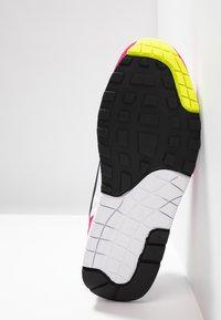 Nike Sportswear - AIR MAX  - Sneakers laag - white/black/volt/rush pink - 4