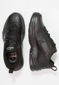 Nike Sportswear - AIR MONARCH IV - Baskets basses - black - 1