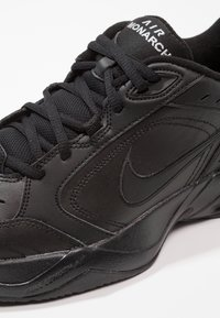 Nike Sportswear - AIR MONARCH IV - Baskets basses - black - 5