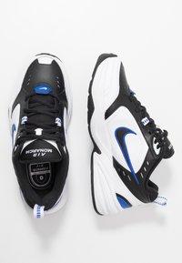 Nike Sportswear - AIR MONARCH IV - Sneakers laag - black/white/racer blue - 1