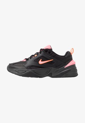 M2K TEKNO - Zapatillas - black/sunset pulse/off noir/total orange