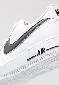 Nike Sportswear - AIR FORCE 1 '07 - Sneakersy niskie - white/black - 5