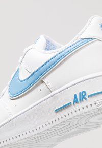 Nike Sportswear - AIR FORCE 1 '07 - Sneakersy niskie - white/university blue - 5