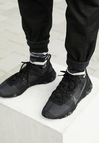 Nike Sportswear - REACT - Trainers - black/dark grey - 8