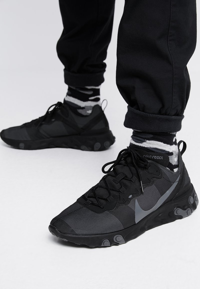 Nike Sportswear - REACT - Baskets basses - black/dark grey