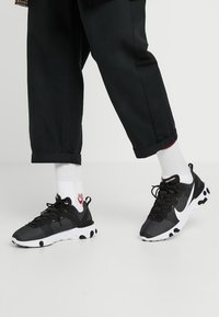 Nike Sportswear - REACT - Baskets basses - black/white - 0