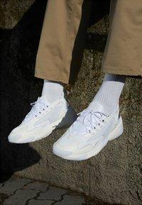 Nike Sportswear - ZOOM 2K - Zapatillas - sail/white/black - 7
