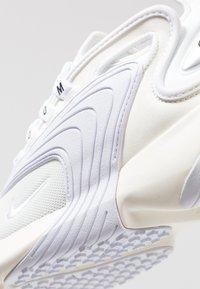 Nike Sportswear - ZOOM 2K - Zapatillas - sail/white/black - 8