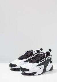 Nike Sportswear - ZOOM 2K - Matalavartiset tennarit - white/black - 3