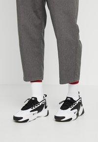 Nike Sportswear - ZOOM 2K - Matalavartiset tennarit - white/black - 0