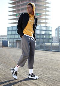 Nike Sportswear - ZOOM 2K - Matalavartiset tennarit - white/black - 6