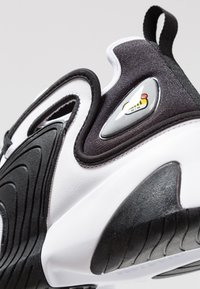 Nike Sportswear - ZOOM 2K - Matalavartiset tennarit - white/black - 8