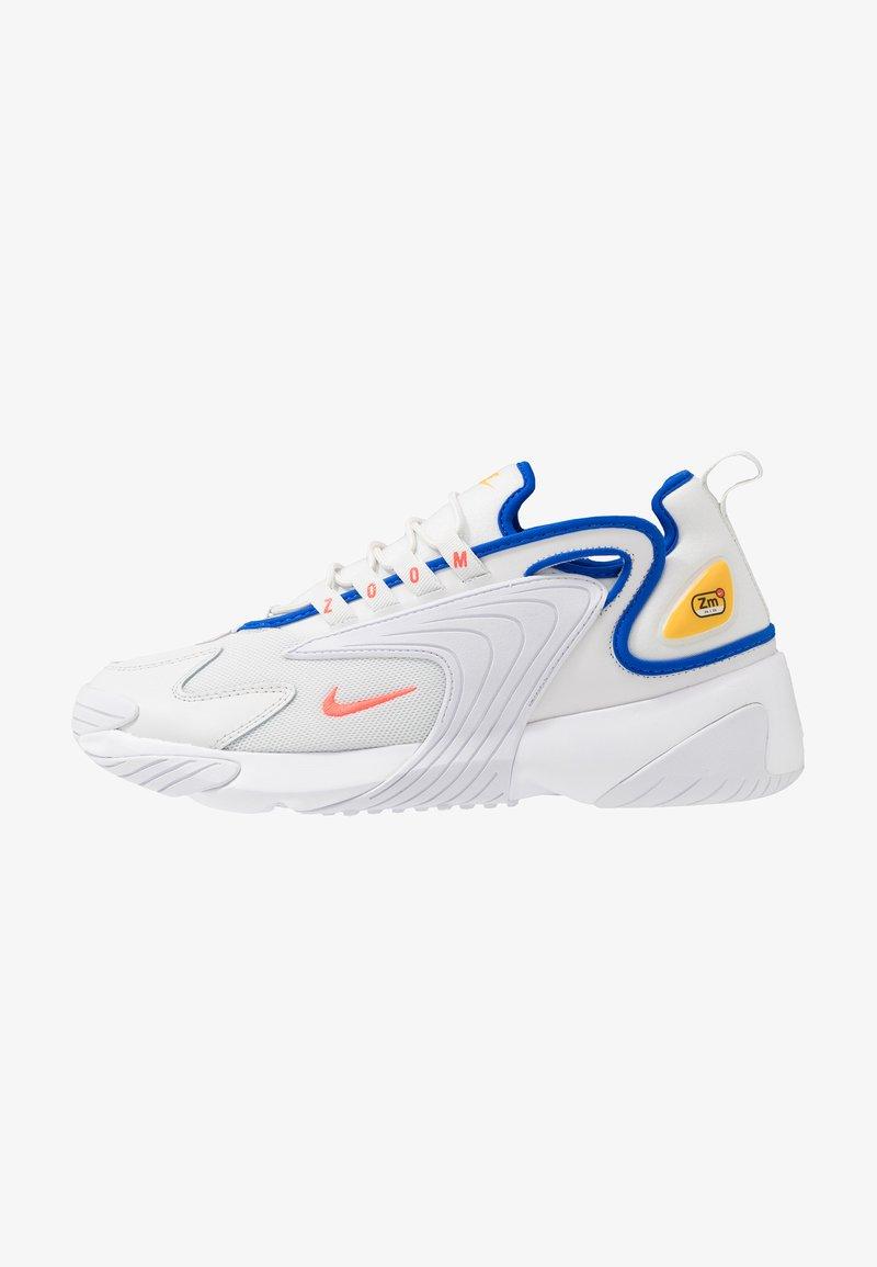 Nike Sportswear - ZOOM 2K - Sneakers basse - platinum tint/bright crimson/white/university gold/hyper royal
