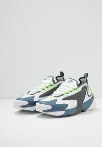 Nike Sportswear - ZOOM  - Sneakersy niskie - white/ghost green/iron grey/thunderstorm - 2