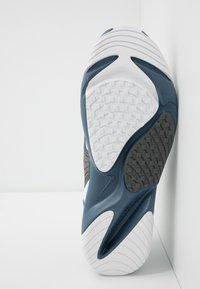 Nike Sportswear - ZOOM  - Sneakersy niskie - white/ghost green/iron grey/thunderstorm - 4