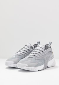 Nike Sportswear - ZOOM  - Sneakers - wolf grey/metallic silver/white - 2