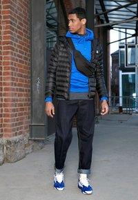 Nike Sportswear - ZOOM 2K - Sneakers - deep royal blue/orange peel/white - 6