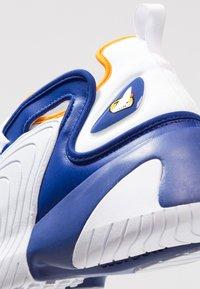Nike Sportswear - ZOOM 2K - Sneakers - deep royal blue/orange peel/white - 8